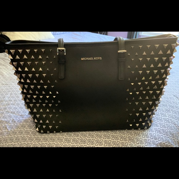 Michael Kors Handbags - Michael Kors Limited Edition Jet set pyramid Tote